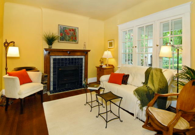 Manning Ave. Staging traditional-living-room