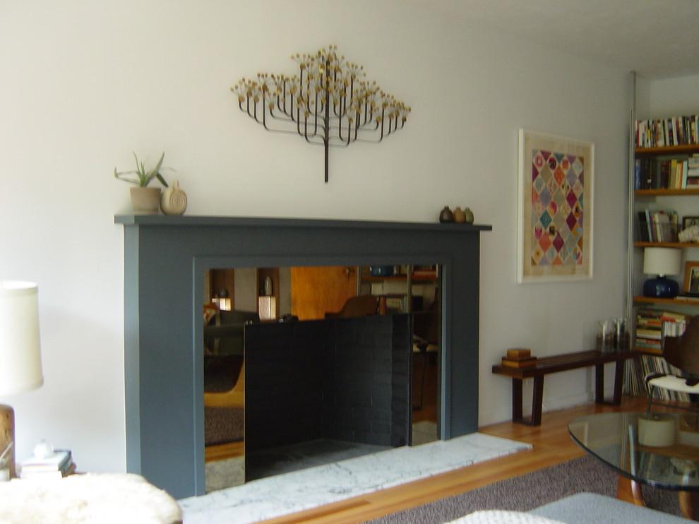 Mid-century modern living room photo in Portland