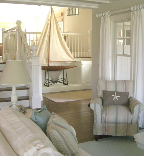 Molly frey s white seaside cottage home at the beach for Beach house designs interior
