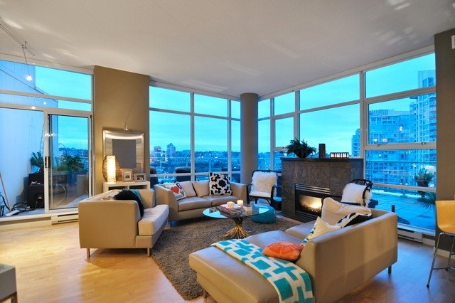Marinaside Home Staging contemporary-living-room