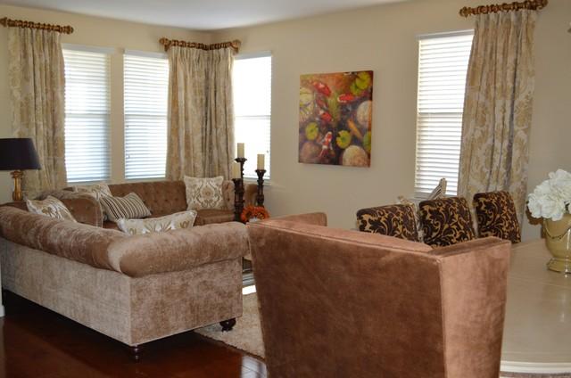 Mc Call Dr. traditional-living-room