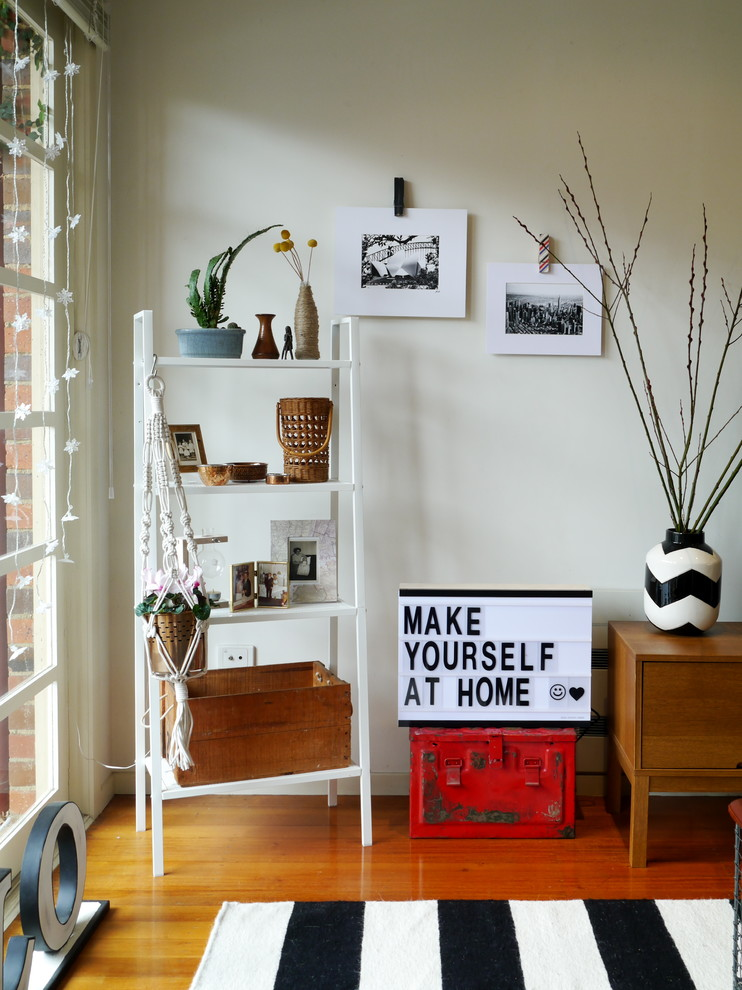 Example of an eclectic living room design in Melbourne