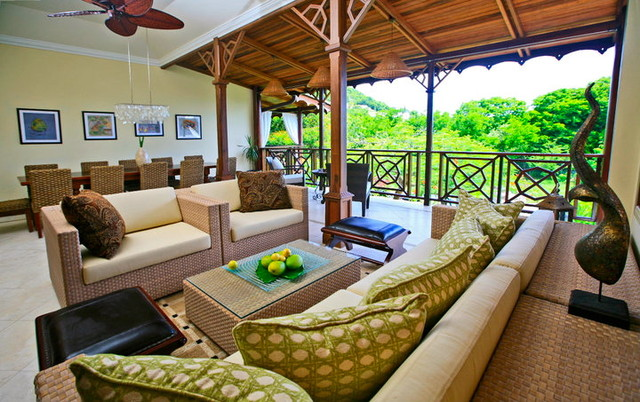 Michael Pascall Architect tropical-living-room