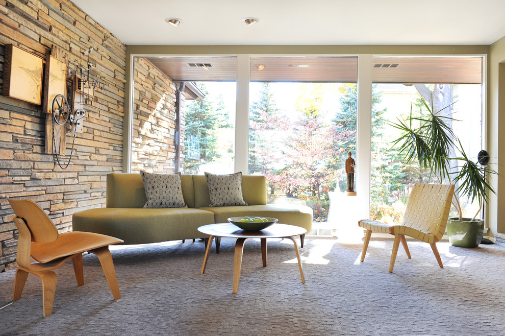 Example of a mid-century modern living room design in Minneapolis
