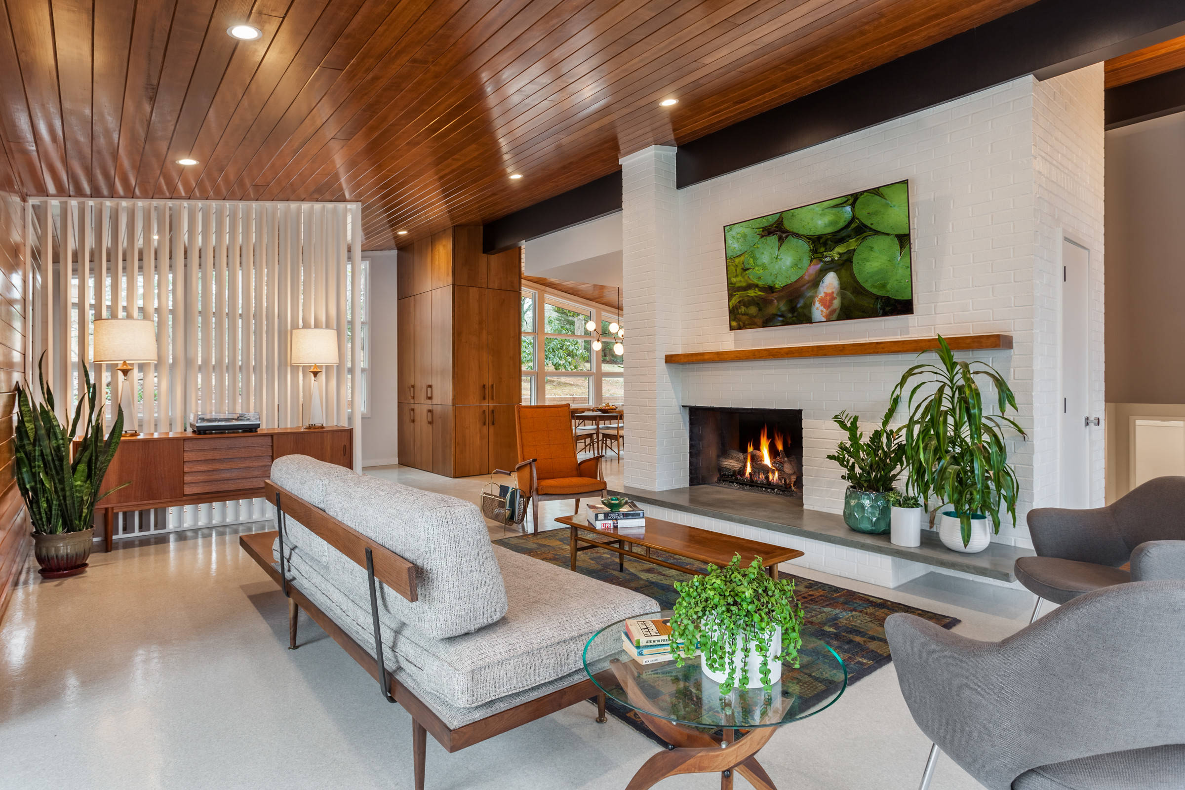 Picture of: 75 Beautiful Mid Century Modern Living Room With A Brick Fireplace Pictures Ideas November 2020 Houzz