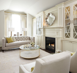 Modern neutral living room with gold accents cl sico for Salon enova