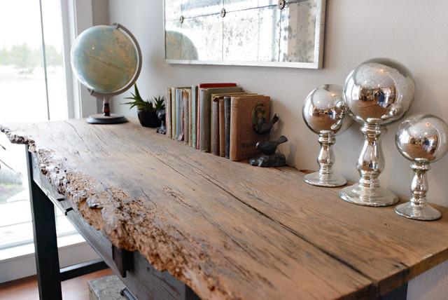Mountain primitive modern eclectic living room for Primitive interior designs
