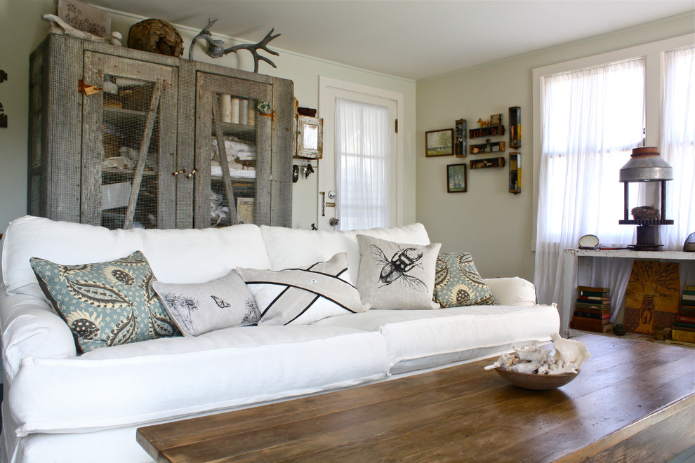 Example of a mid-sized eclectic living room design in San Francisco