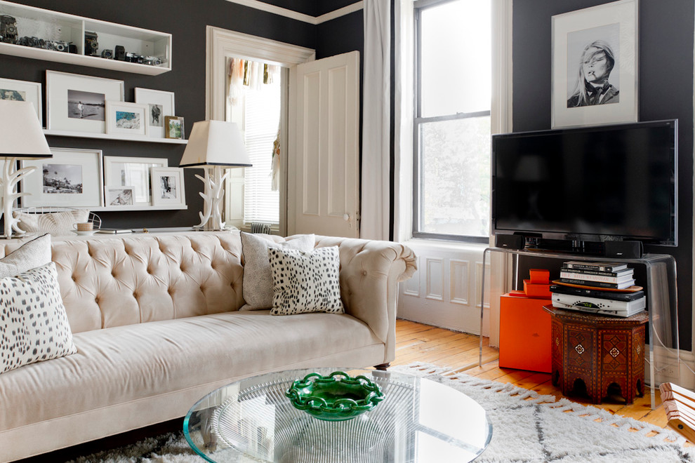 Example of an eclectic living room design in New York