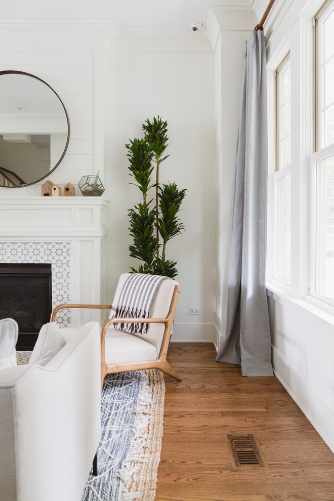 Beach style living room photo in Chicago