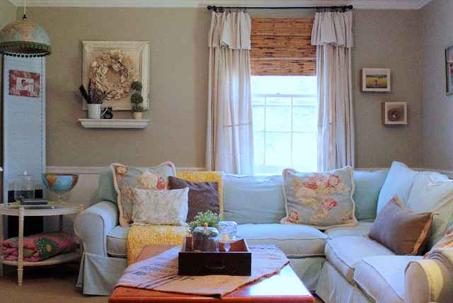 My houzz vintage farmhouse style shabby chic style for Vintage chic living room ideas