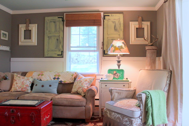 My houzz vintage farmhouse style shabby chic living for Vintage chic living room ideas