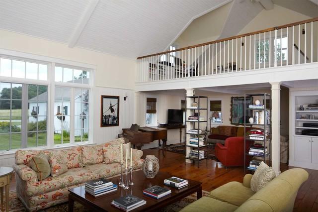 New england farmhouse landhausstil wohnbereich for Loft additions