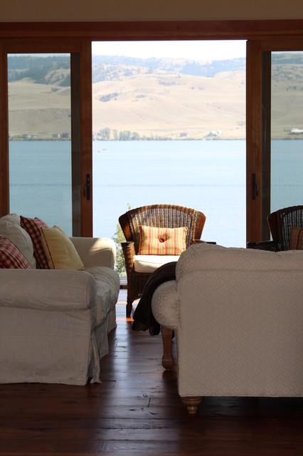 Nicola Lakeshore Residence traditional-living-room