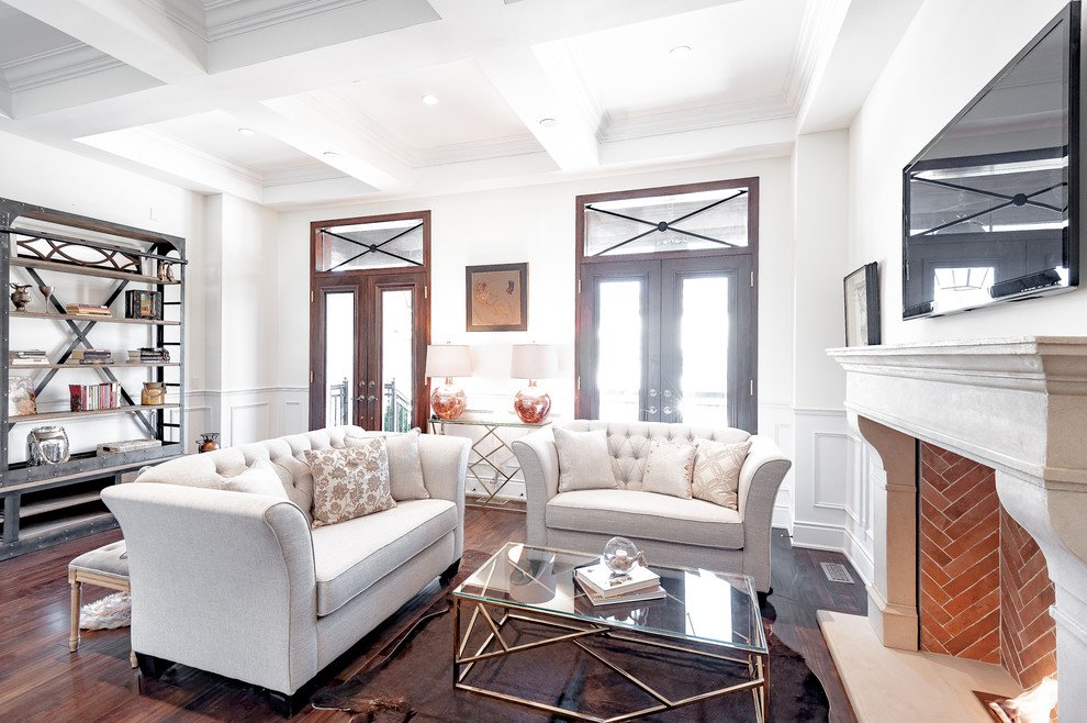 Example of a transitional living room design in Toronto