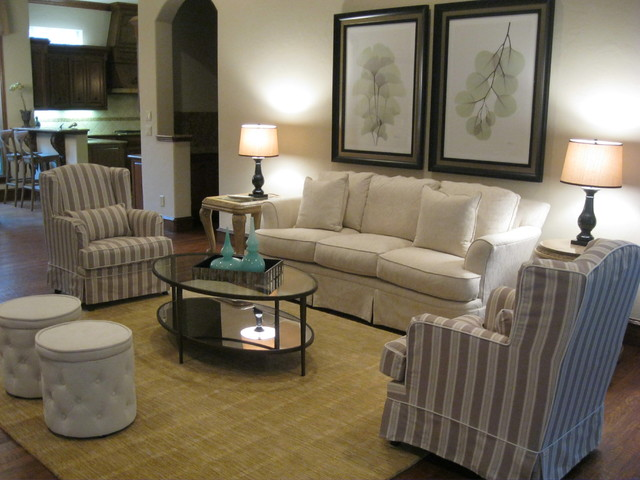 Oak Knoll Staging to DWELL traditional-living-room