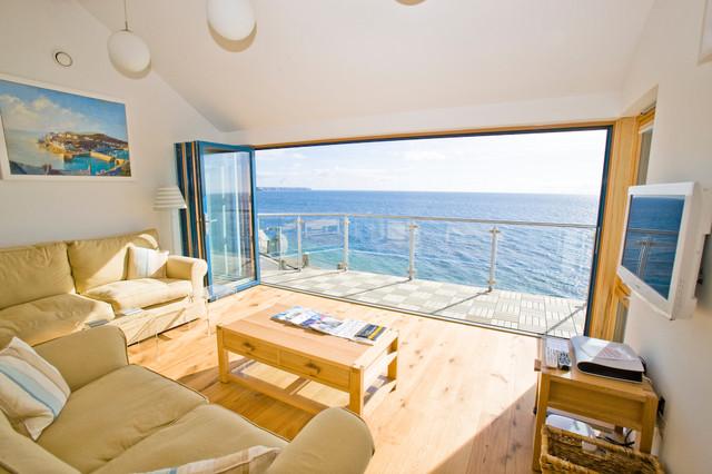 https://st.hzcdn.com/simgs/b8f1df09027695f6_4-4239/beach-style-living-room.jpg