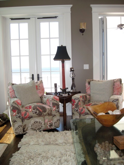 Beach style living room photo in Tampa