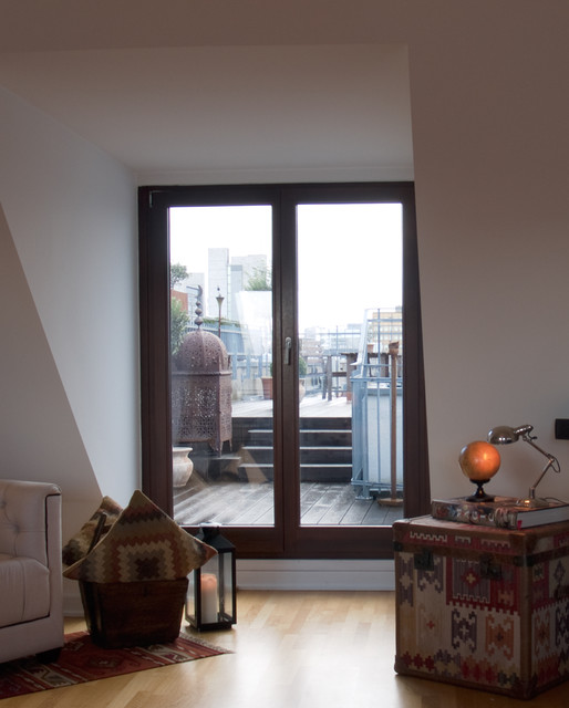 On top of Cologne's inner city eclectic-living-room
