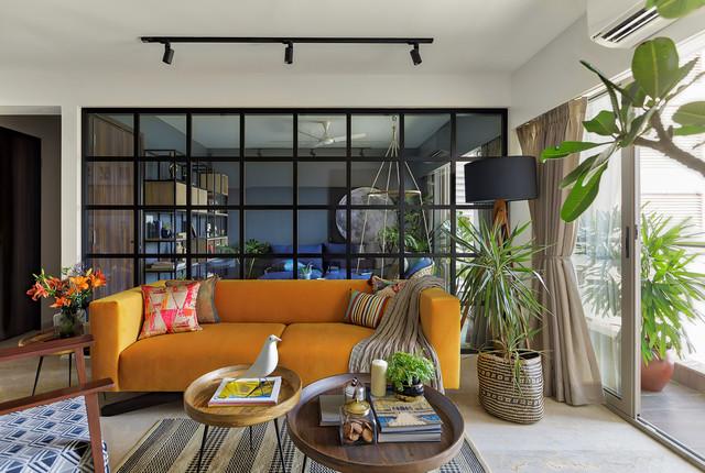 Inspiration för asiatiska vardagsrum, med vita väggar och beiget golv