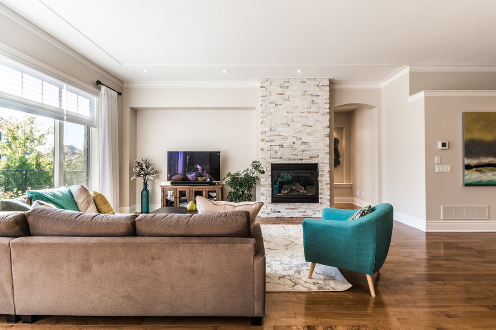 Open Concept Turquoise Accents Aire