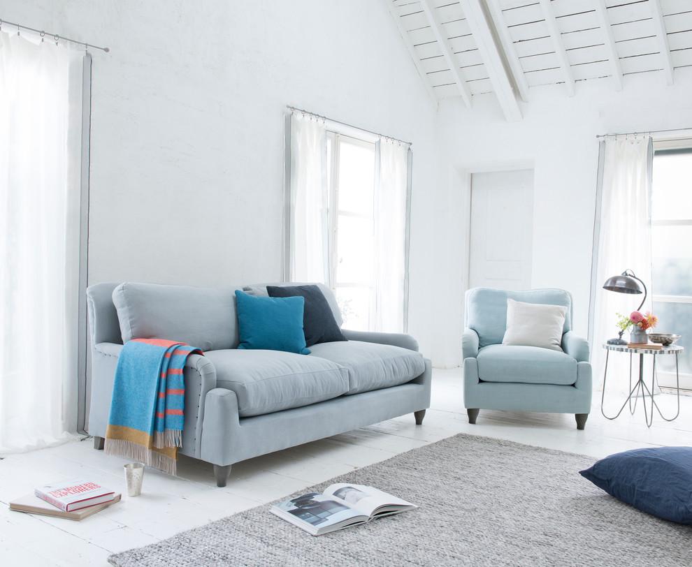 Living room - scandinavian living room idea in London