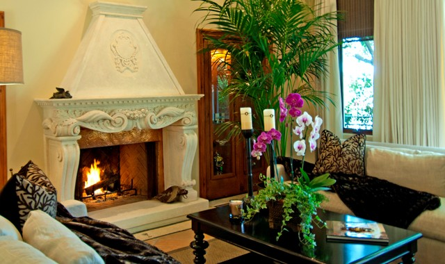 Tuscan living room photo in Los Angeles