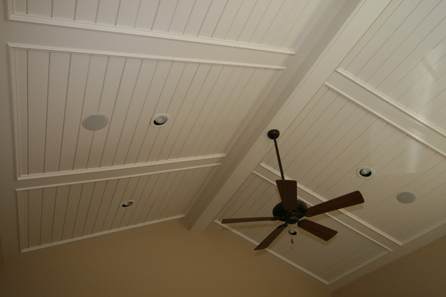Paneled ceiling traditional-living-room