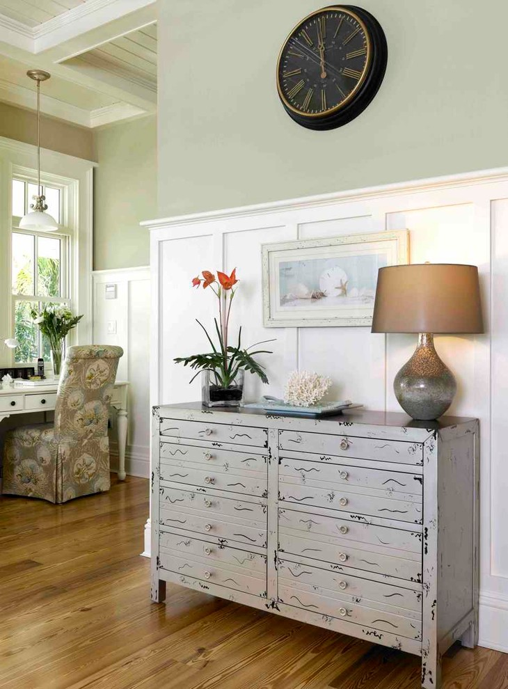 Inspiration for a timeless living room remodel in Tampa