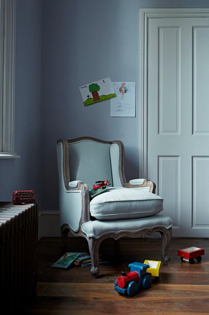Petite louis eau de nil traditional living room for Eau de nil bedroom ideas