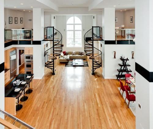Современная гостиная в интерьере квартиры в два уровня