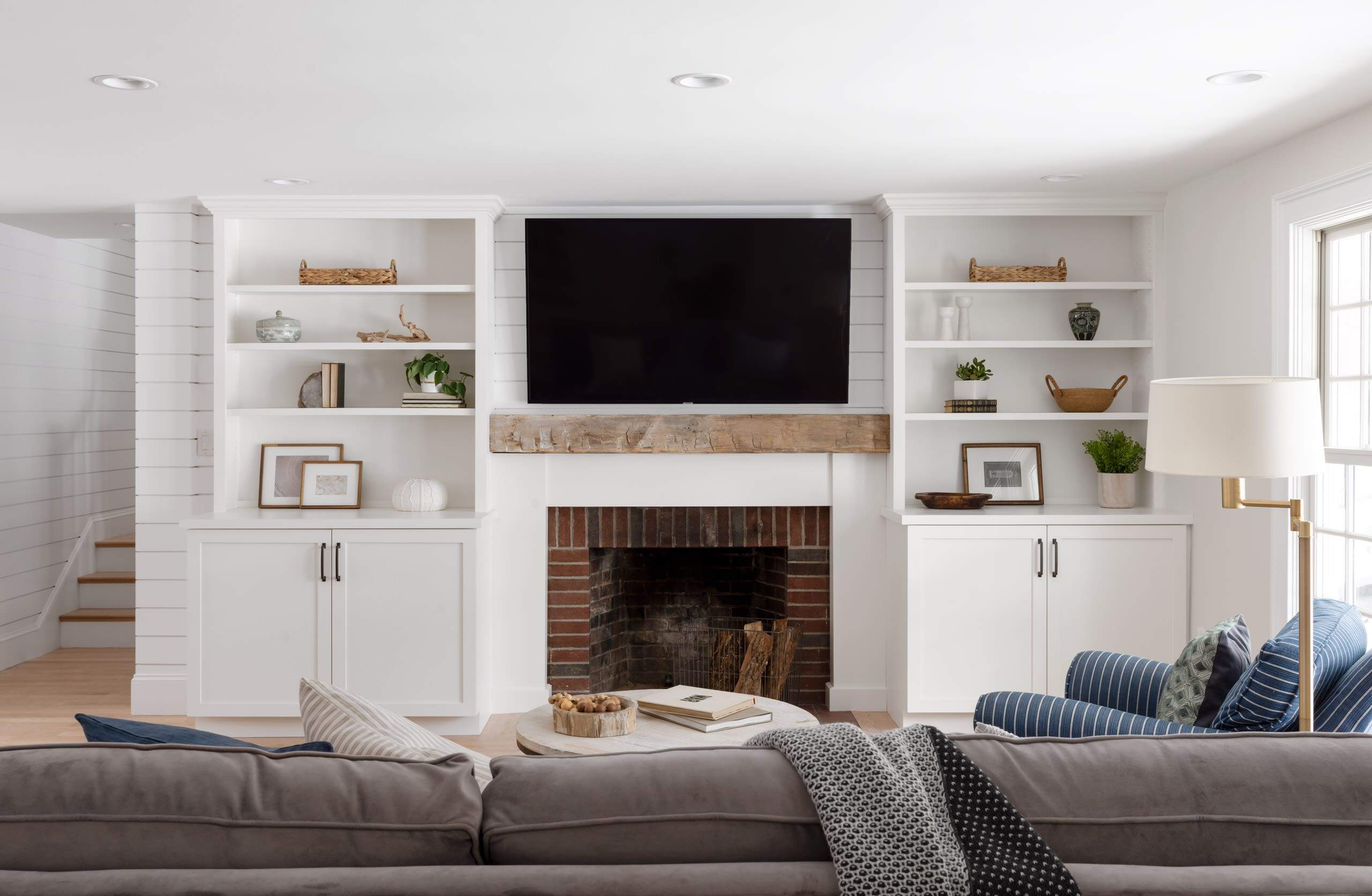 75 Beautiful Farmhouse Living Room With A Brick Fireplace Pictures Ideas December 2020 Houzz