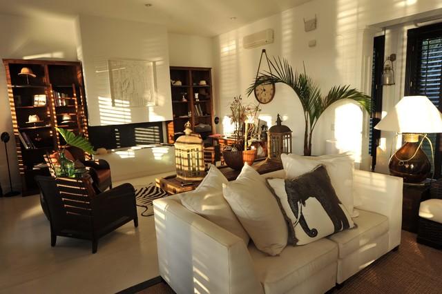 Punta del Este Beach House tropical-living-room