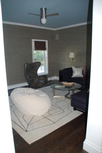 Quogue contemporary-living-room