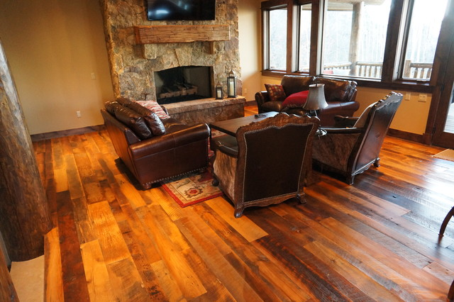 Living Rooms with Wood Floors 640 x 426