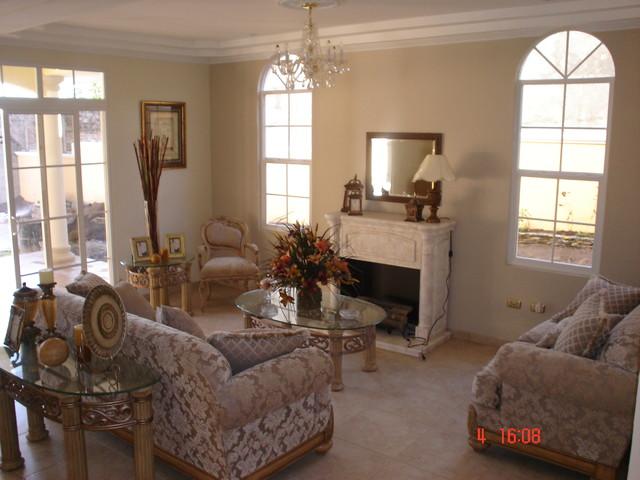 Residencia La Montaña traditional-living-room