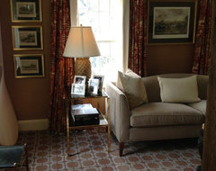 Reversible drapes, low ceiling height traditional-living-room