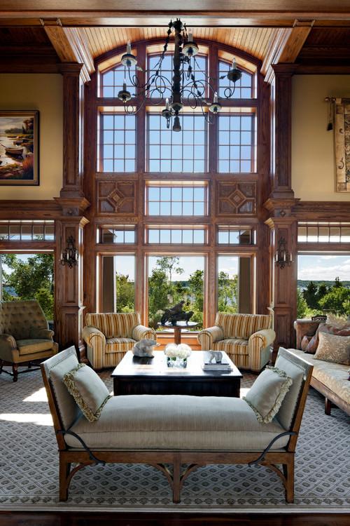 большая гостиная в английском стиле резьба по дереву высокие потолки большое окно