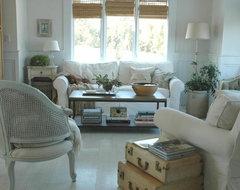 Rie farmhouse-living-room