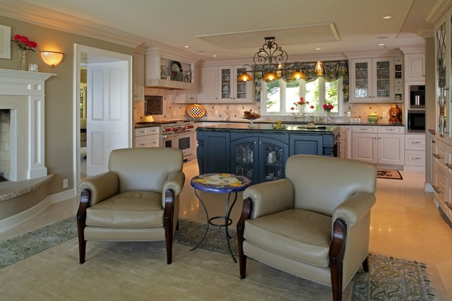 River bluff eclectic colonial traditional living room for Traditional eclectic living rooms