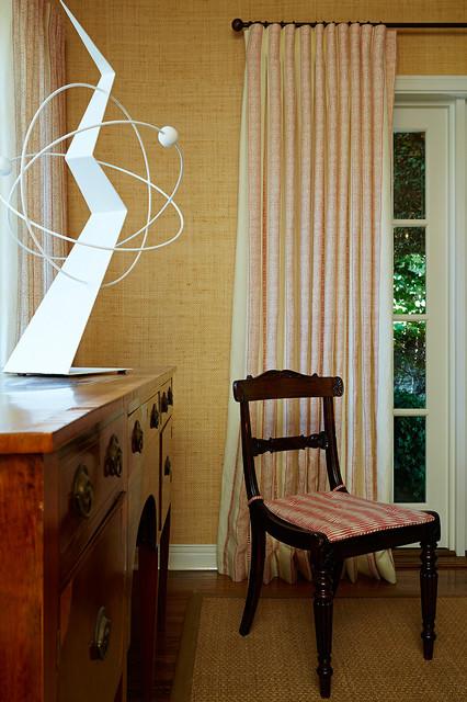 Immagine di un soggiorno classico