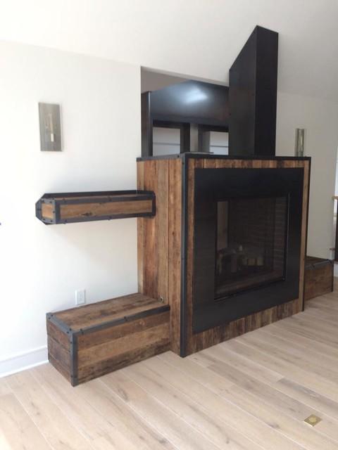 Minimalist living room photo in Indianapolis