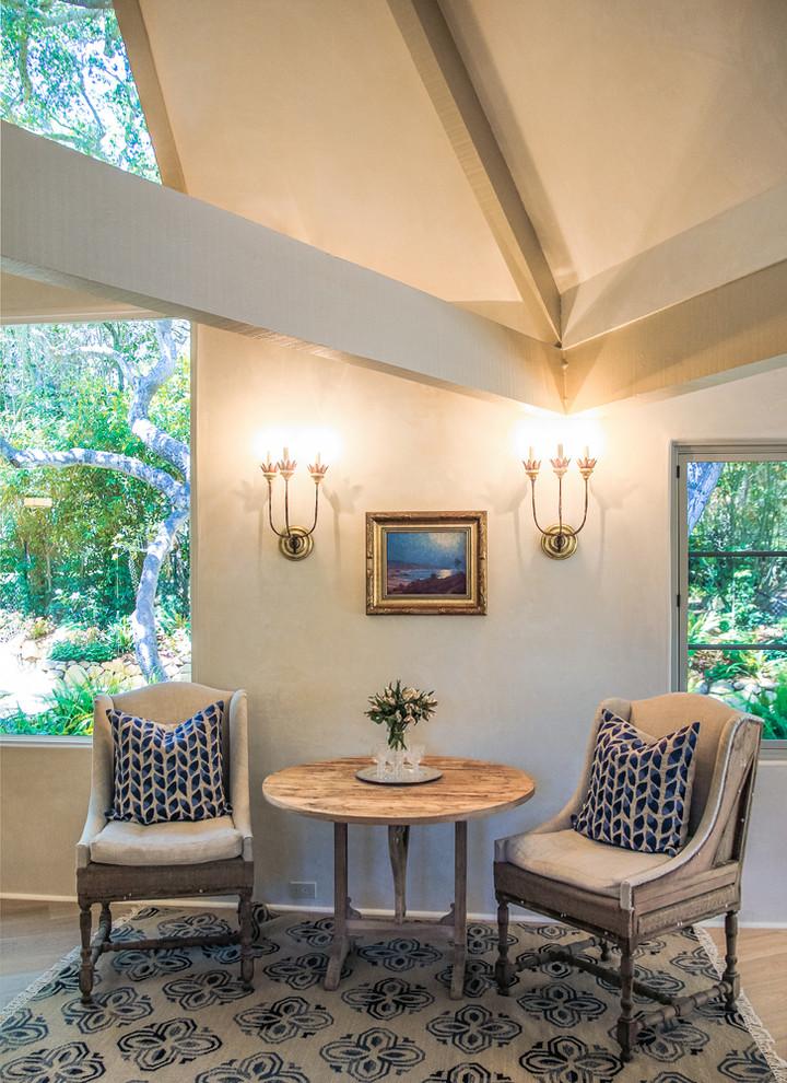 Example of a classic living room design in Santa Barbara