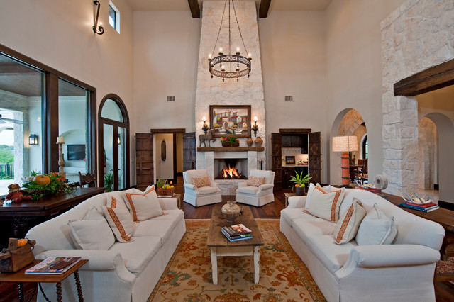 Santa barbara style in austin for Living room austin