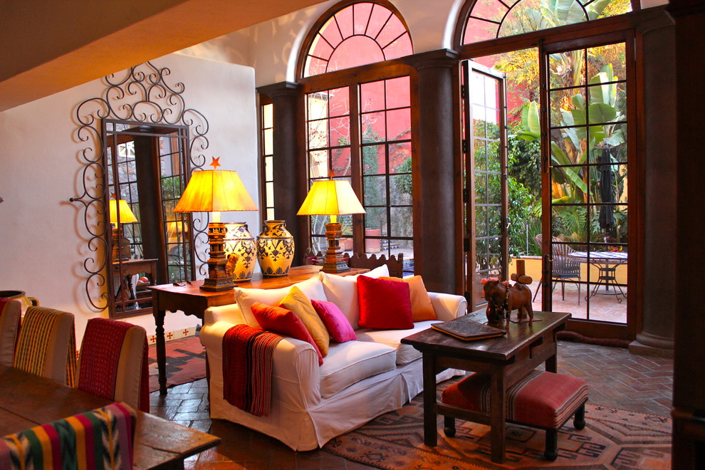 Example of an eclectic living room design in Portland