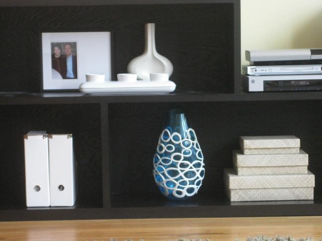Shelving vignette modern-living-room
