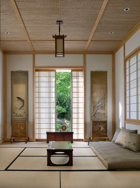Shingle style waterfront asian living room new york for Salon style asiatique