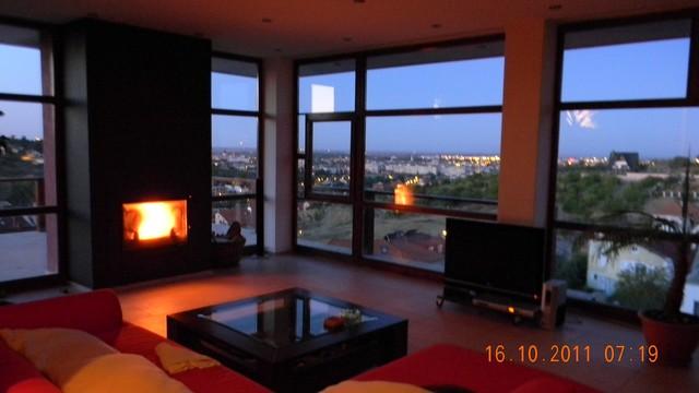 SIMPLE MODERN HOUSE modern-living-room