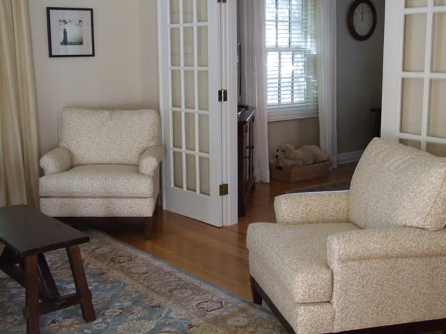 Small Coastal Cape traditional-living-room