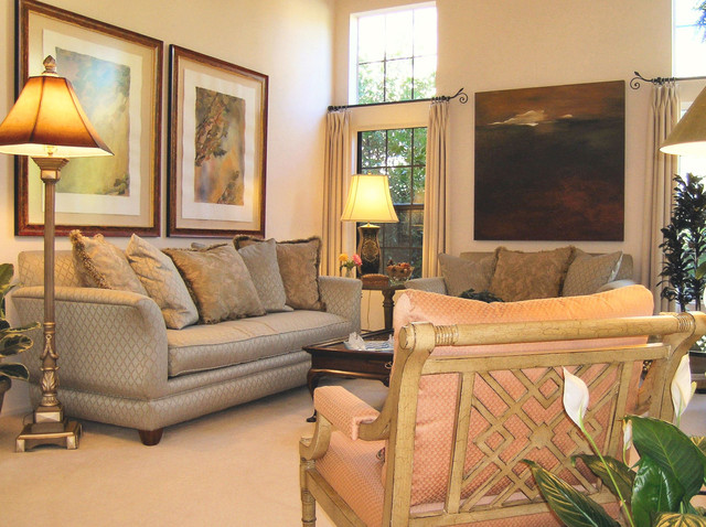 Soft eclectic home traditional living room los for Traditional eclectic living rooms